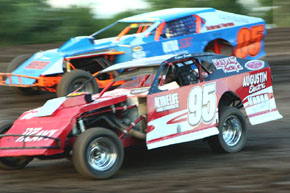 Dylan Smith (95) holds off Cole Haddix (05) in Modified racing