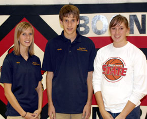 Halie Smith (l), Kevin Carder, Brooke Bolin
