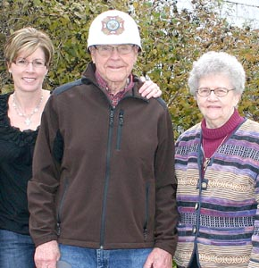 Vic Borer with his daughter, Beth Bartels, and wife Ann.