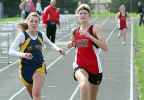 Cassidy Pribnow sprints to 3200 finish