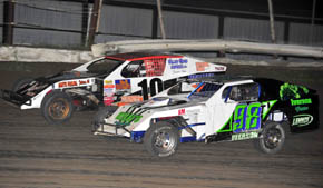 Iverson (98T) and Arnnt (10) battle in Modified A Feature