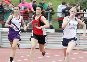 Bobbi Beckwith competes in state 400