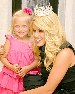 Miss America with four-year-old Rya Borer at the Boone County Health Center Foundation Gala.