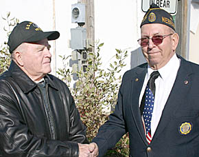 Bob Wilson, left, accepts Living Veteran award from Dale Bowman.