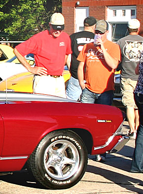 Car buffs look over the display of classic cars at Petersburg last Saturday night.