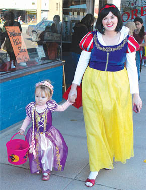 Dr. Tami Dodds and daughter, Halloween trick-or-treating.