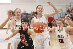 Bailey Reigle scraps in holiday tourney