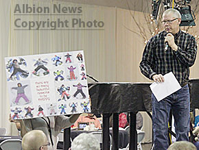 Auctioneer Randy Pelster sells an item at the PTO Comedy Bazaar.