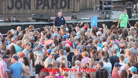 Part of the crowd awaiting Jon Pardi's arrival on stage.